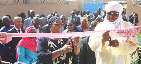 Inauguration siege SOS CANCER NIGER coupure ruban