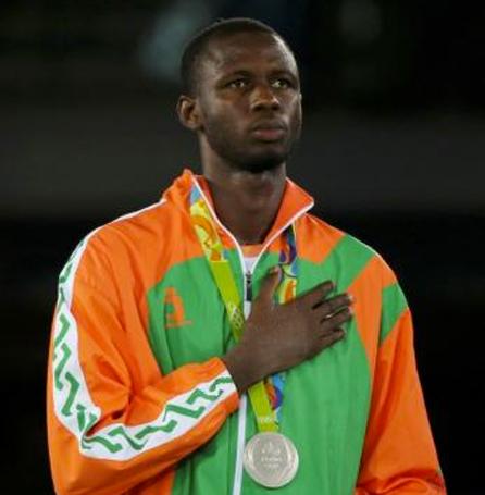 http://nigerdiaspora.net/images/Issoufou-Alfaga-Abdoul-Razak-JO-Medaille-ARGENT-01.jpg